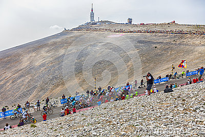Der Peloton auf Mont Ventoux Redaktionelles Stockbild