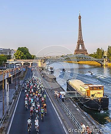 Der Peloton in Paris Redaktionelles Stockfotografie