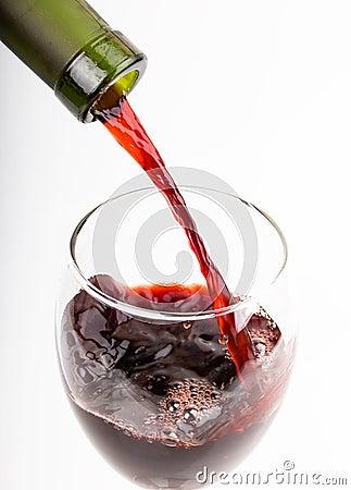 Derrame um vidro do vinho