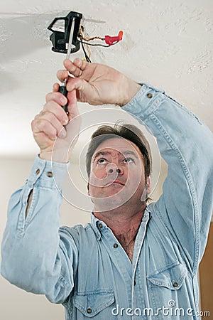 Desaparafusando o conjunto de ventilador