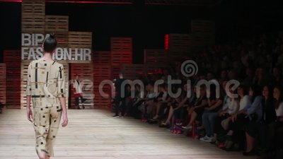 Desfile de moda de Ana Marija Ricov almacen de metraje de vídeo