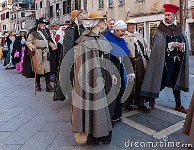 Desfile de trajes medievales Foto de archivo editorial