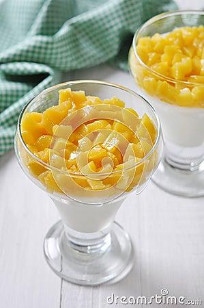 Free Dessert With Peach Stock Photos - 29169013
