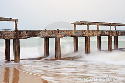 Destruction of bridge from sea wave