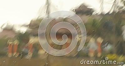 Deszcz pada na szkło samochodowe zbiory wideo