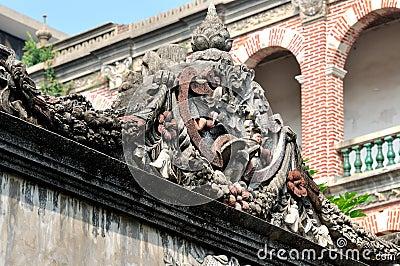 Detail gekenmerkt beeldhouwwerk als deel van architectuur