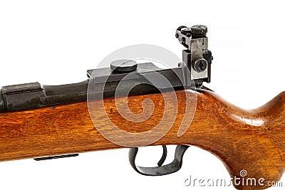 Detalhe de rifle velho da ação do parafuso isolado