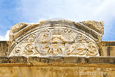 Detalhe do Medusa de templo de Hadrian, Ephesus