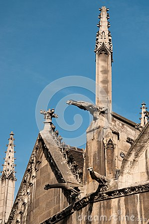 Detalhe exterior de igreja do St. Severin em Paris