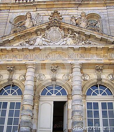 Detalhes da fachada do palácio de Luxembourg - cidade de Paris