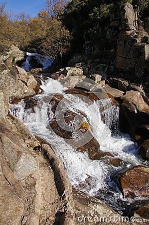 Detalle cascada en garganta Gualtaminos