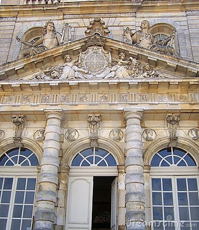 Detalles de la fachada del palacio de Luxemburgo - ciudad de París