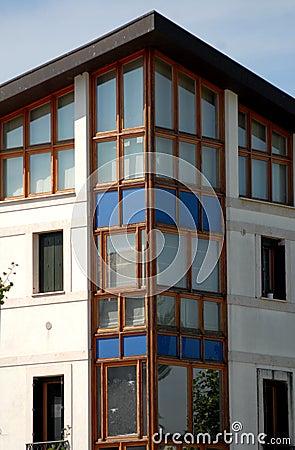 Dettaglio di una casa moderna in abano terme nella for Vinci una casa