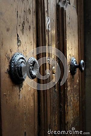 Dettaglio medievale medievale della maniglia di porta - Maniglia della porta ...