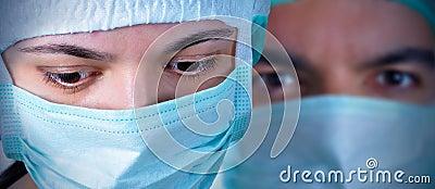 Deux chirurgiens