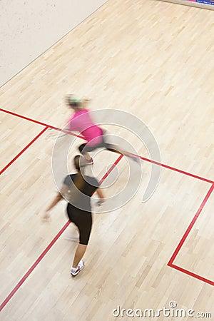Deux joueurs féminins de courge