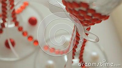 Deux ont décoré des verres clips vidéos
