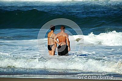 Di fronte all onda insieme