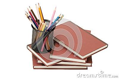 Di nuovo al concetto del banco con i libri e le matite