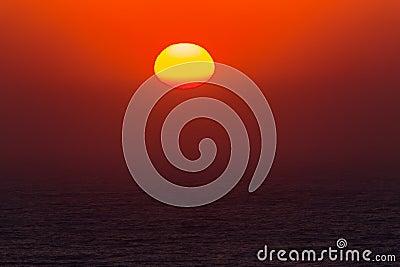 Dia novo do oceano do nascer do sol