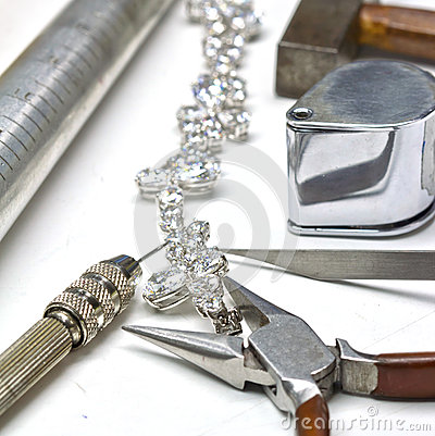 Free Diamond Bracelet Royalty Free Stock Photos - 32884148