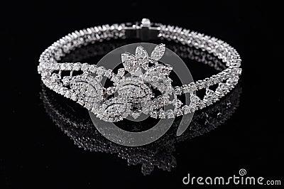 Diamond bracelet with reflection