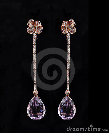 Diamond earings with reflection