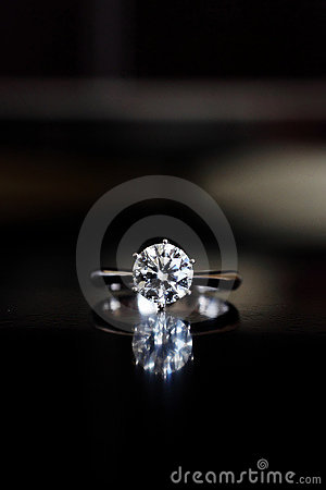 Free Diamond Ring Royalty Free Stock Images - 14185769