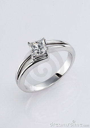 Free Diamond Ring Royalty Free Stock Photography - 9804687