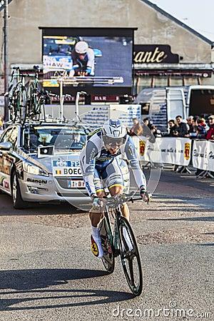 Die Nizza Einleitung 2013 Radfahrer Kris Boeckmans- Paris in Houilles Redaktionelles Bild