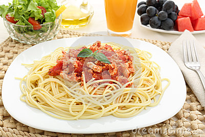 Free stock image diet spaghetti bolognese with white meat and fruit