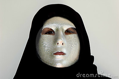 Dietro la mascherina