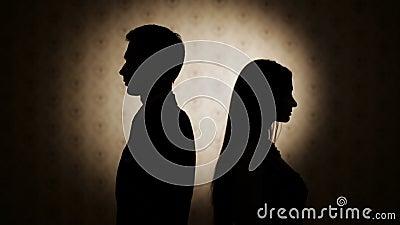Difficoltà della famiglia Offensivo su a vicenda uomo e donna video d archivio