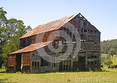 Dilapidated barn at Long Beach