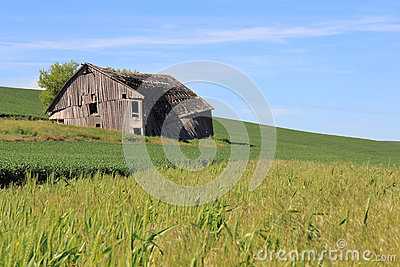 Dilapidated Farm House Stock Images - Image: 25523294
