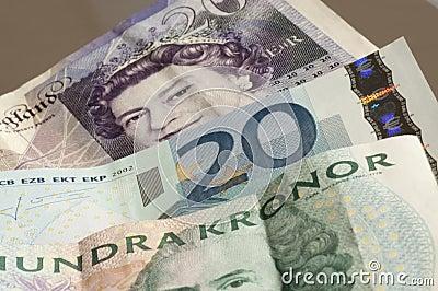 Dinero en circulación mezclado Imagen editorial