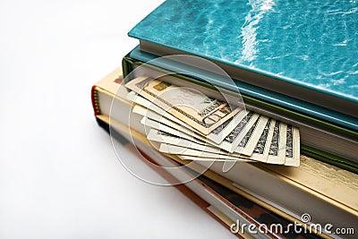 Dinheiro escondendo nos livros