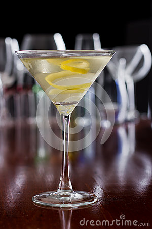 Free Dirty Martini With A Lemon Twist Royalty Free Stock Images - 29506399