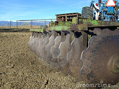 Disc harrow and tractor