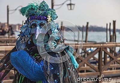 Disfraz veneciano complejo Imagen editorial
