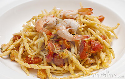 Dish of pasta with a tomatoe shrimp