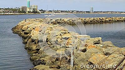 Disjuntor de onda rochoso