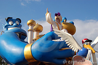 Disney Aladdin y genio durante un desfile Imagen de archivo editorial