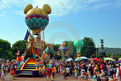 Disney parade with goofy & minnie mouse Editorial Image