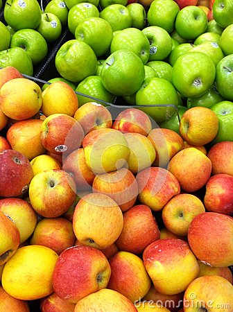 Display of apples in produce isle Editorial Stock Image