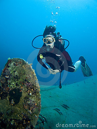 Free Diver And Ship Wreck Royalty Free Stock Images - 4143709