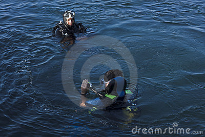 Diver-instructor checks Editorial Stock Image