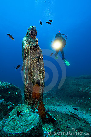 Diver and madonna