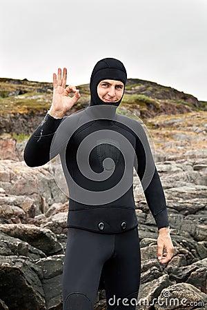 Free Diver Prepares To Dive Royalty Free Stock Photos - 21490668