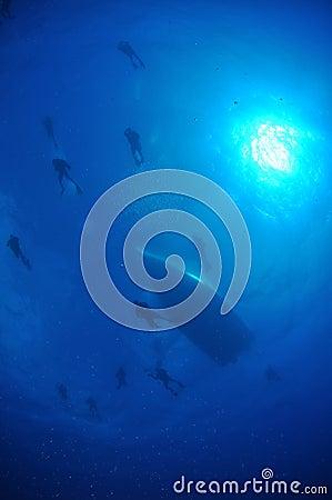 Divers Descending